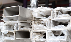 Stainless steel rectangular pipes packaging